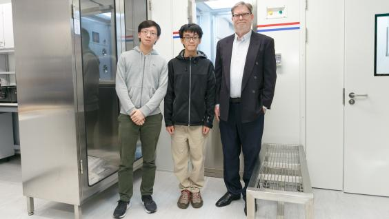 Prof. George SMOOT (first right) and HKUST students under his supervision