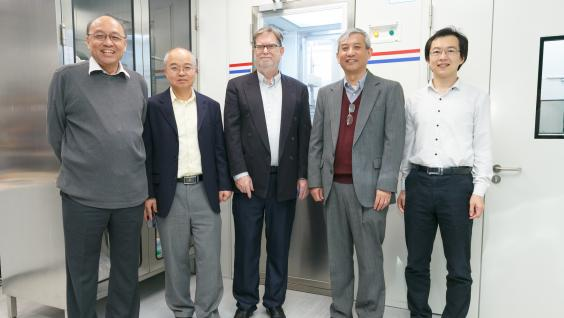 Prof. Henry TYE, Acting Director of HKUST Jockey Club Institute for Advanced Study(first left), Prof. WANG Yang, Dean of Science (second left), Prof. Penger TONG, Head of Department of Physics (second right) and Prof. WANG Yi, Assistant Professor of Department of Physics (first right) of HKUST witness the opening of the Quantum Optics for Astrophysics and Cosmology Laboratory.