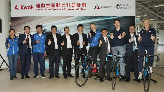 Witnesses of the ceremony include Dr. Raymond SO (second right), HKSI Director of Elite Training Science and Technology; Prof. MOK Kwok-tai (fourth right), Associate Dean of Engineering (Undergraduate Studies) of HKUST; Ms. LEE Wai-sze (fifth right), HKSI elite cycling athlete; Mr. YEUNG Tak-keung (middle), Commissioner for Sports; Mr. LEUNG Hung-tak (fifth left) , Chairman of the Cycling Association of Hong Kong, China; Mr. Tony Choi (fourth left), HKSI Deputy Chief Executive; and Mr Shen Jinkang (third le