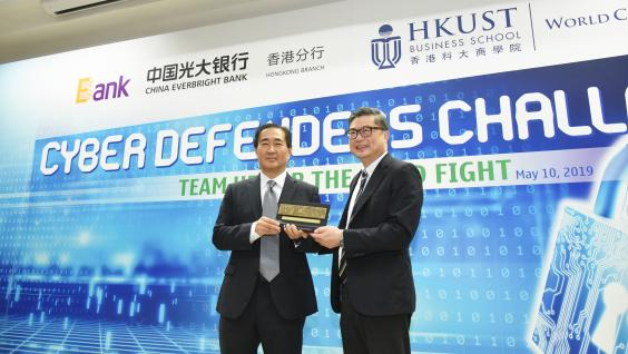 (Left) Mr. Desmond Wu, Chief Risk Officer and Managing Director of China Everbright Bank, Hong Kong Branch, and Prof. TAM Kar-Yan, Dean of HKUST Business School, officiate the competition kick-off ceremony.