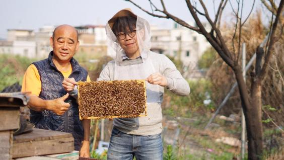 Lancelot (right) learned all the things about beekeeping from a local beekeeper on a farm in Yuen Long, studying honey production without the use of antibiotics, no sugar, and no heat compression.