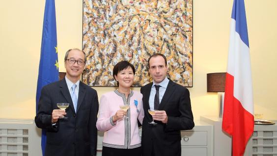 (From left) HKUST President Tony F Chan, Prof Nancy Ip and Mr Arnaud Barthélémy at the bestowal ceremony
