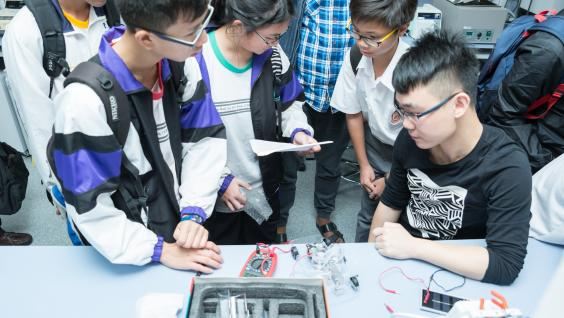 A workshop led by HKUST students on fuel cell electric vehicles.