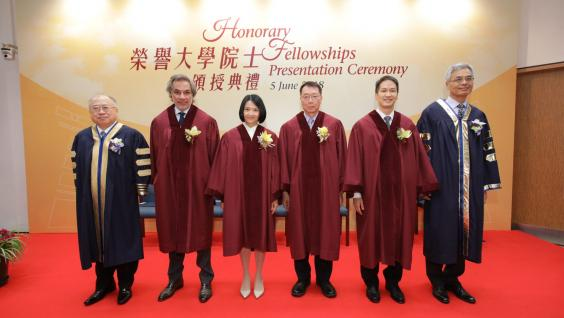 At the ceremony: (from left) HKUST Council Chairman Andrew Liao Cheung-sing, the four honorary fellows Dr Aron Harilela, Ms Catherine Leung, Prof Francis Lui, Mr Michael Wu and HKUST Acting President Prof Wei Shyy.