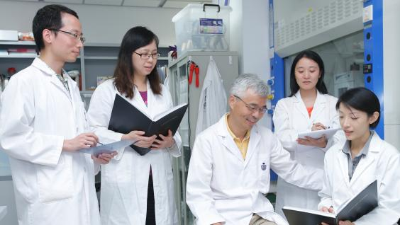 Prof Mingjie Zhang (middle) and the IAS HKUST-Scripps researchers in Hong Kong.