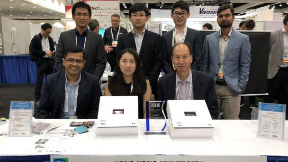 "The team led by Chair Prof Kwok (front right) and Assistant Prof Abhishek Srivastava (front left) from the Department of Electronic and Computer Engineering won the ""Best Prototype in Innovation Zone"" award from The Society for Information Display with the new display technology"