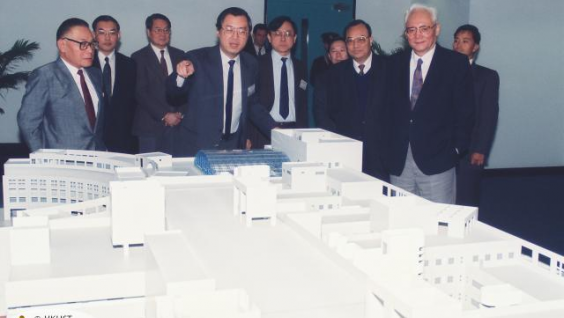 Dr. Chung (first left, front) introduced HKUST's development plan to LU Ping, then Secretary General of the Hong Kong and Macao Affairs Office (first right, front) upon his visit to HKUST in 1992.