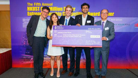 President Tony F Chan (right) presents the award to 2015 HKUST One Million Dollar Entrepreneurship Competition champion Parle, with the president of TiE Mr Iain Reed (first left).