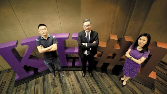 (From left) Current KH student and Co-founder of KuaiDi Mr. ZHAO Dong, Prof. TAM Kar-Yan, Dean of Business and Management of HKUST, and Ms. Judy AU, Program Director of Kellogg-HKUST EMBA Program.