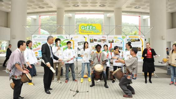 Prof Wei Shyy staged a performance with students at the Green Ambassador program