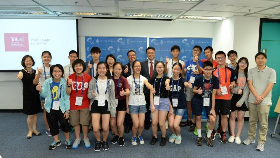 All the participants of the camp together with HKUST engineering faculty members and staff
