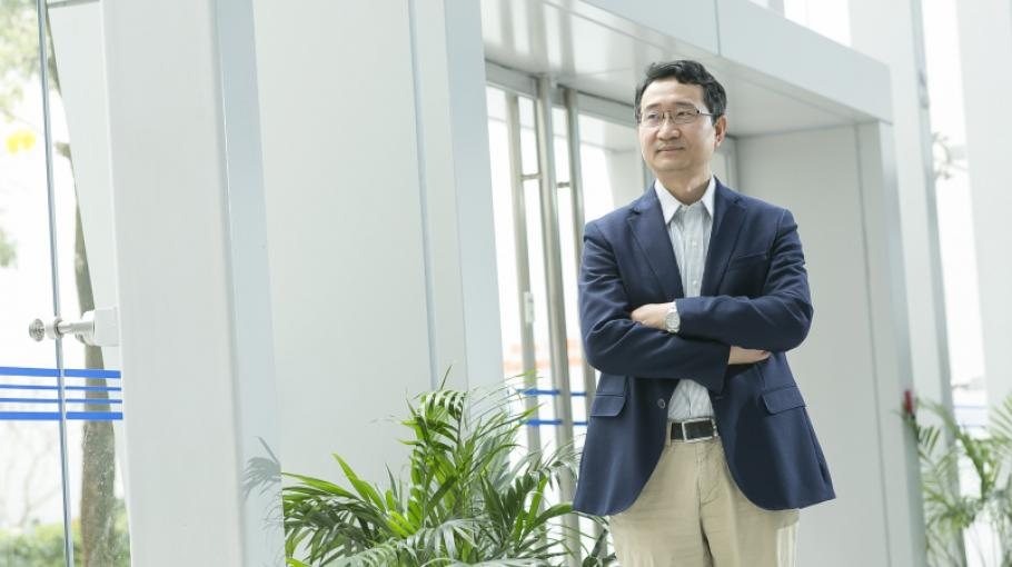 Prof. YANG Jing-Lei Named RSC Fellow